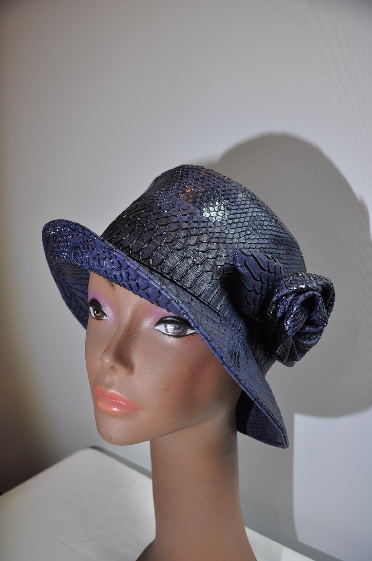 Chapeaux en simili cuir